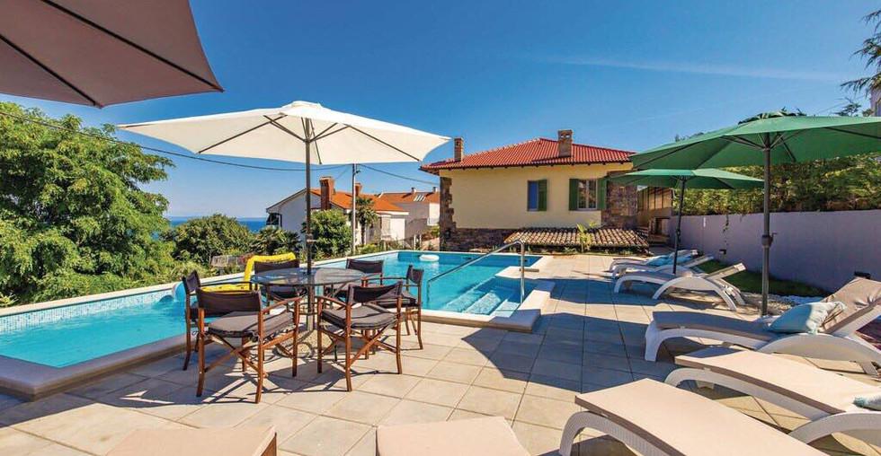 Haus am Meer mit Pool in Kroatien kaufen