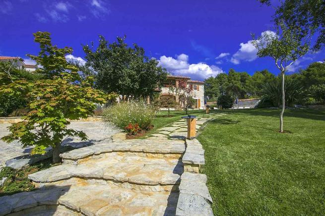 Steinhaus mit wunderschöner Außenanlage bei Porec