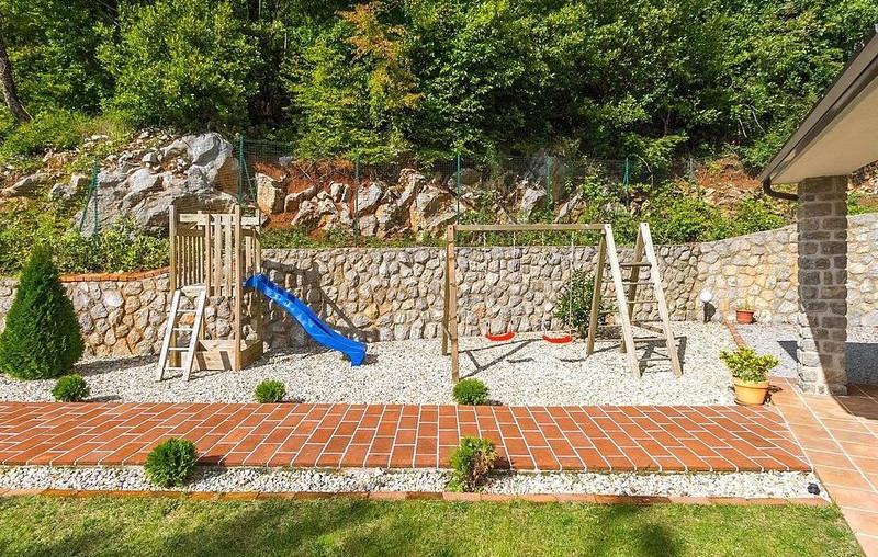 Haus mit Spielplatz in Kroatien kaufen