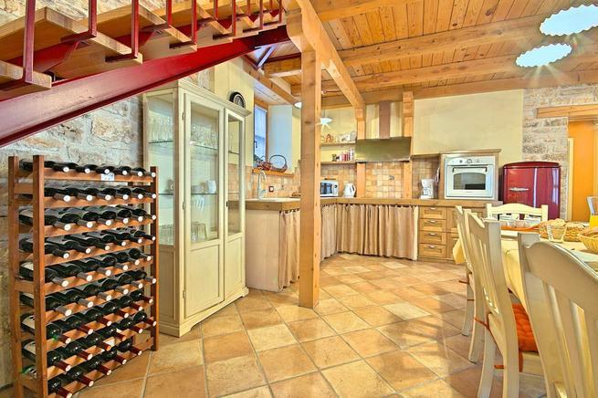 Geräumige Küche mit Esszimmer
