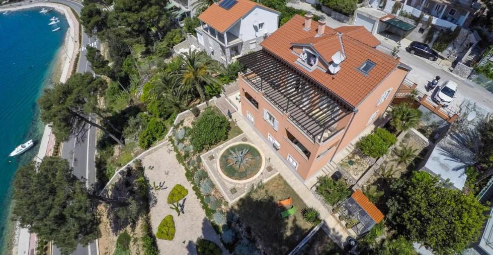 Ferienhaus in guter Lage direkt am Meer in Mali Losinj Kroatien