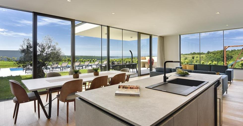 Moderne Villa in der Nähe zum Meer in Kroatien kaufen