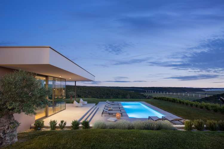 Luxusvilla mit Pool und Meerblick