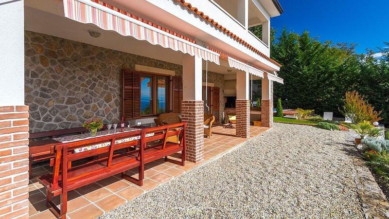 Haus mit Meerblick und Pool in Kroatien kaufen