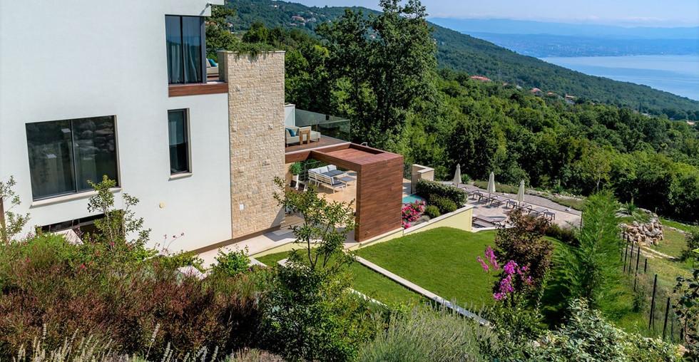 Villa mit Panoramablick und Pool