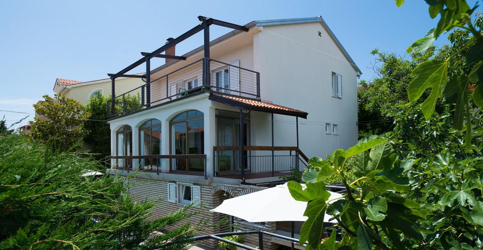 Sehr schönes Haus mit Sonnenterrasse und Meerblick in Kroatien zu kaufen