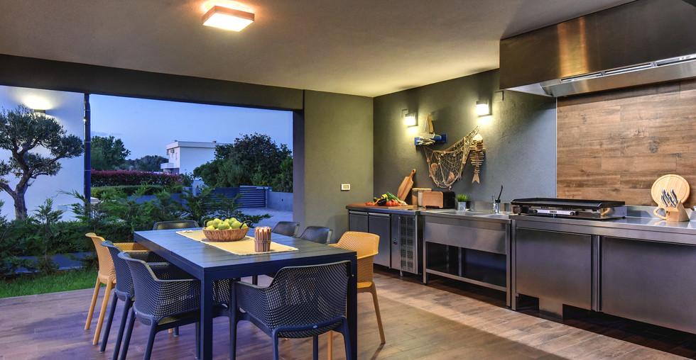 Modernes Haus mit Außenküche in Medulin kaufen