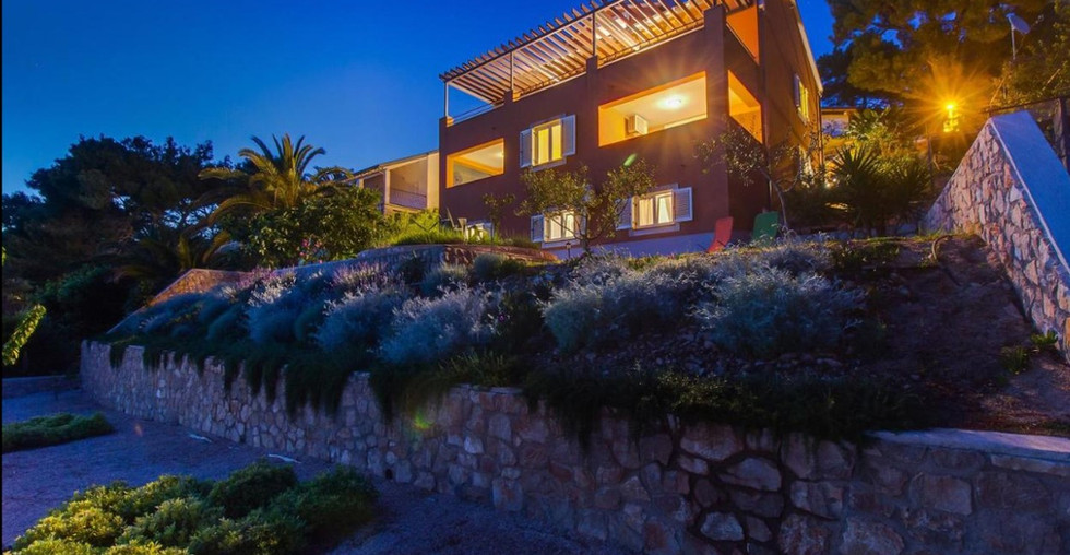 Villa direkt am Meer mit Pool und Meerblick in Mali Losinj, Kroatien kaufen