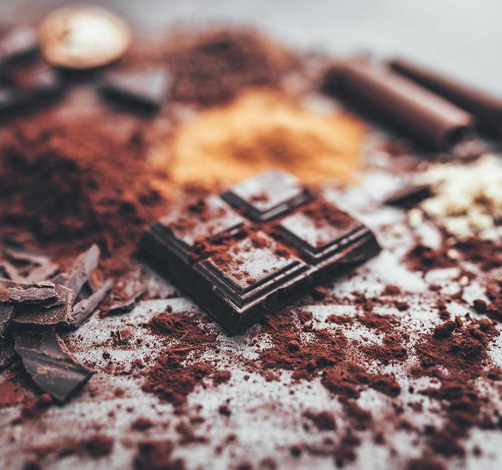 dark-chocolate-with-cocoa-porwder-P5TUAG