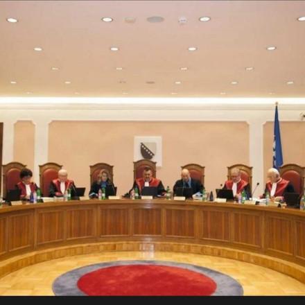 Ustavni sud presudio: Odluke o obaveznom nošenju maski i o policijskom satu su neustavne, ali ostaju
