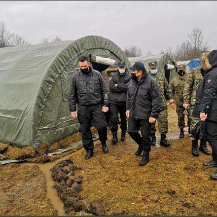 "Delegacija otišla, problemi ostali: Migranti u kampu Lipa vikali ""EU pomozi nam"""