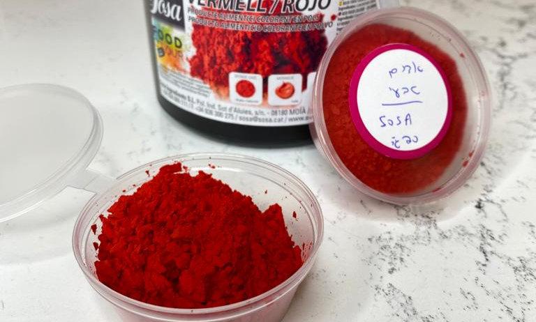 אבקת צבע אדום טבעי
