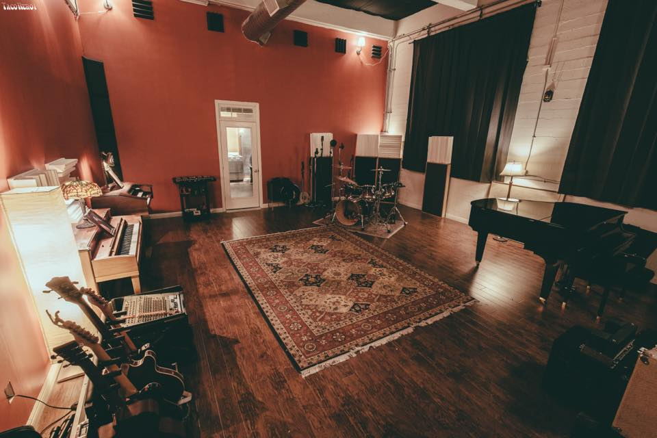 Modern Fuzz Recording Studio