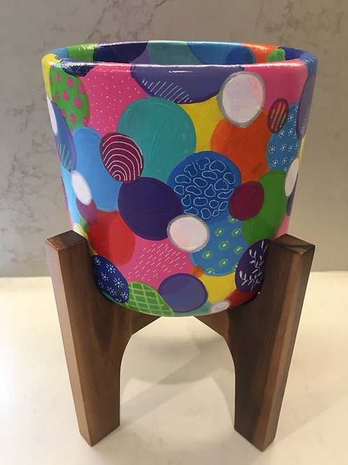 Going dotty pot with wood stand