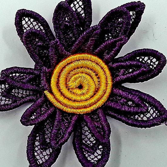 Handmade lace Daisy brooch