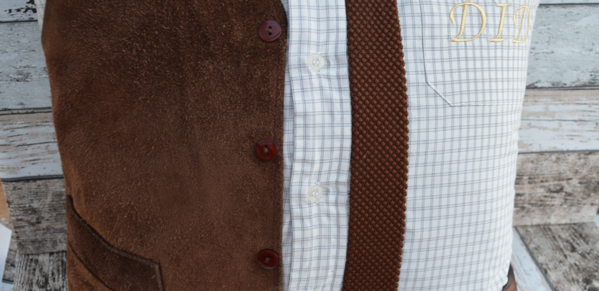 Brown suede and 50's tie