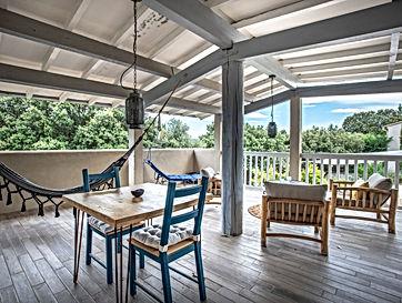 terrasse, bleu, hamac, deco ethnique, fauteuil rivage, location de vacances, gite, gite pour 2, les petits gardons, provence, gard, occitanie