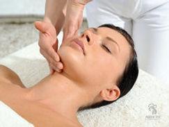 massaggio viso donna.jpg