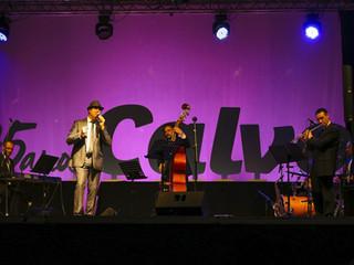 Los clásicos del Jazz ayudaron a despedir el mes en Carballo La banda de David Dominique aportó solv