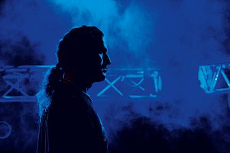 PETER CARLSOHN: Releases Debut Solo Album