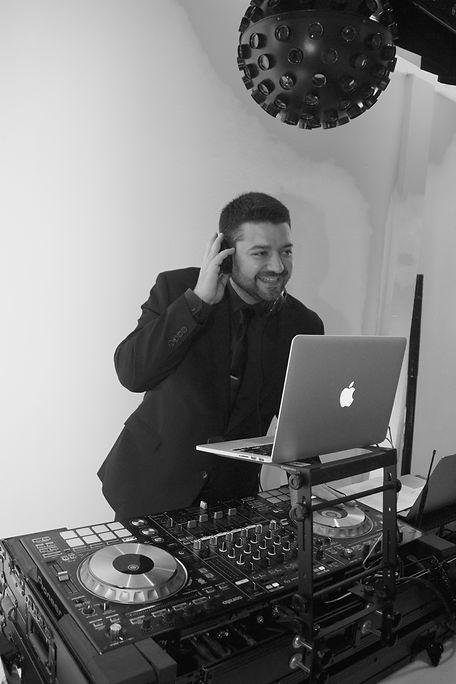 DJ & MC Nick Barrat