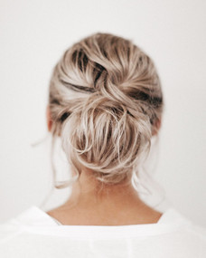 MESSY WEDDING HAIR FOR BLONDS