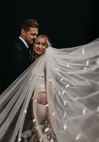 wedding poses veil