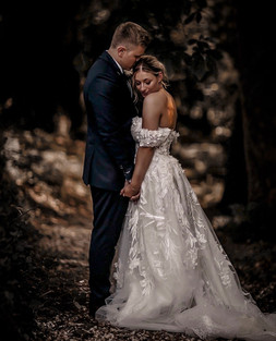 MUST HAVE WEDDING PORTRAITS IN THE WOODS