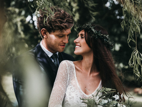 RELAXED NATURAL FOLIAGE FILLED WEDDING AT HOME | GRACE LOVES LACE | BY THE VEDRINES