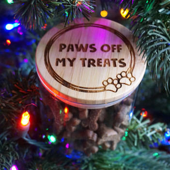 Paws off my treats, hooman