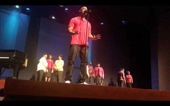 Stephan Terry in concert with choir at Fire in the Heart Show, Kansas