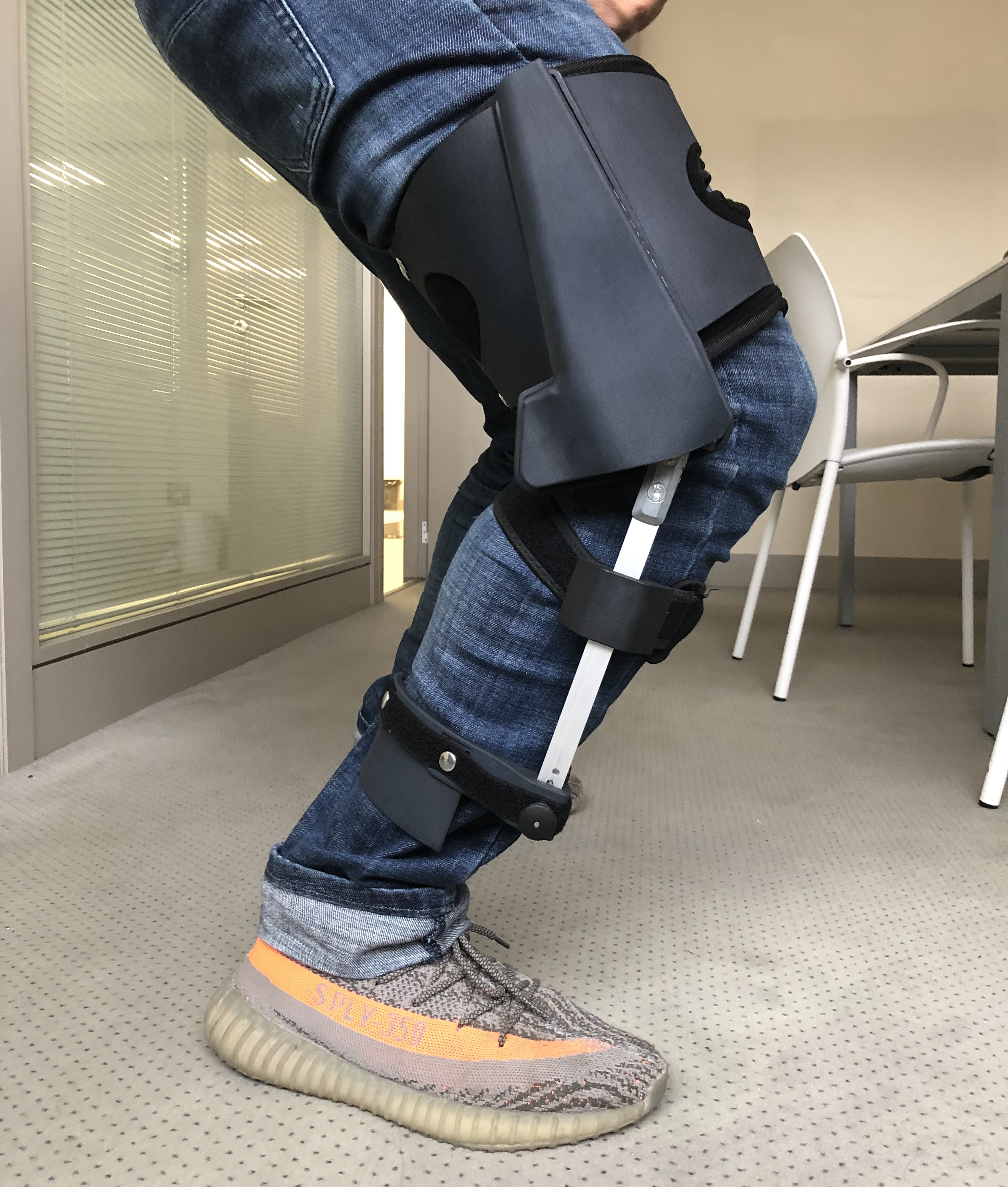 Xnowers (Levier) ski and snowboard exoskeleton