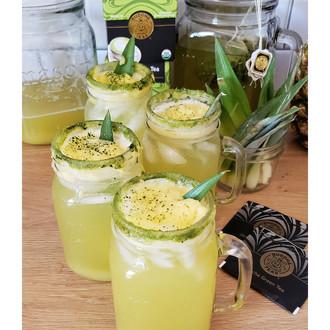 The Matcha Pineapple Tea Refresher you have to make this backyard season