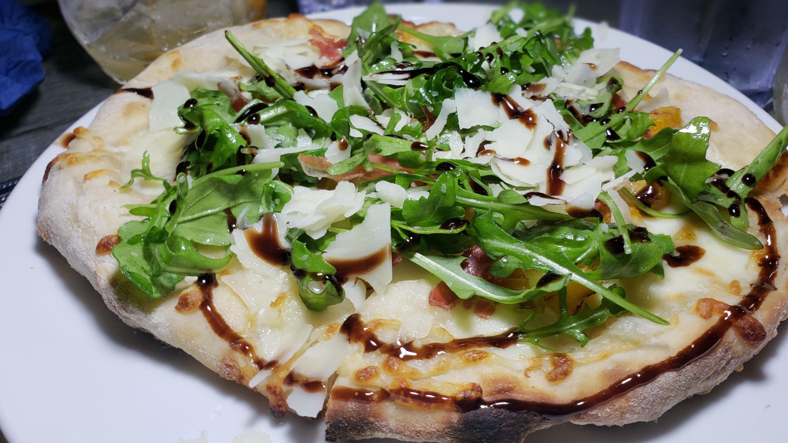 Persimmon & Prosciutto pizza