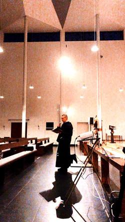 Franziskaner Priester im Einsatz;)