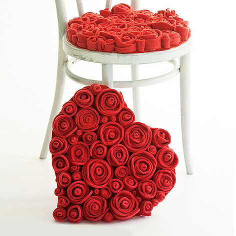 MUCHAS ROSES SEAT CUSHION