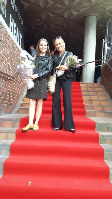 Sammen med pianist Karianne Stangenes etter sangoppdrag under grunnstensnedleggingen til Media City Bergen i 2015