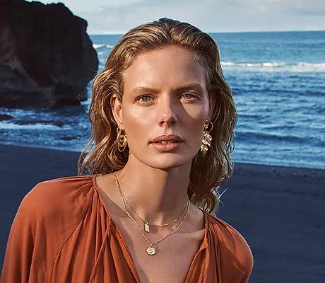 Women of the North Pilgrim billede af kvinde på strand