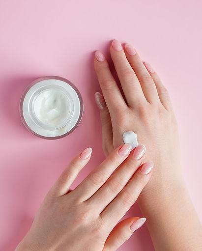 Nourishing-skin-cream-762419_edited.jpg