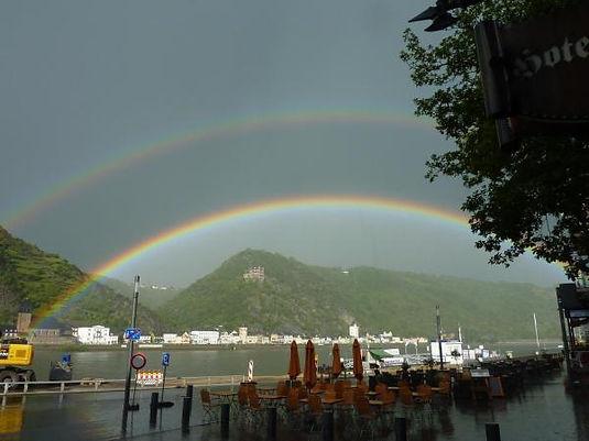 Regenbogen über Burg Katz am Rhein