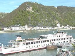 Burg Katz Mit KD Schiff.jpg