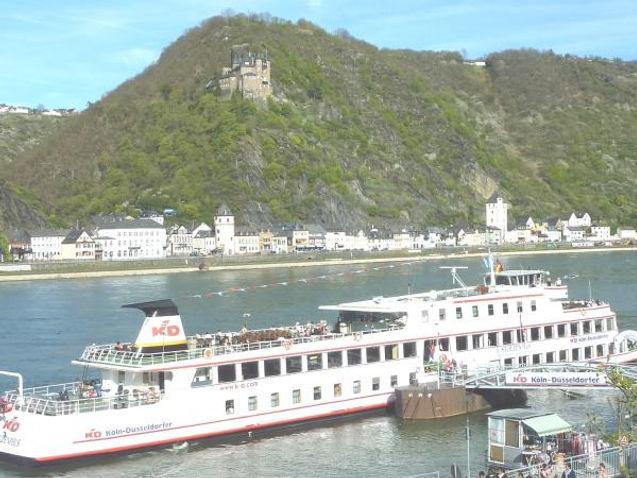 Terrase mit Blick auf Burg Katz und den Rhein