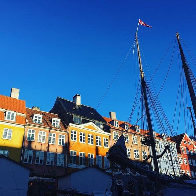 Ocean, nordic houses, the smell of salt,