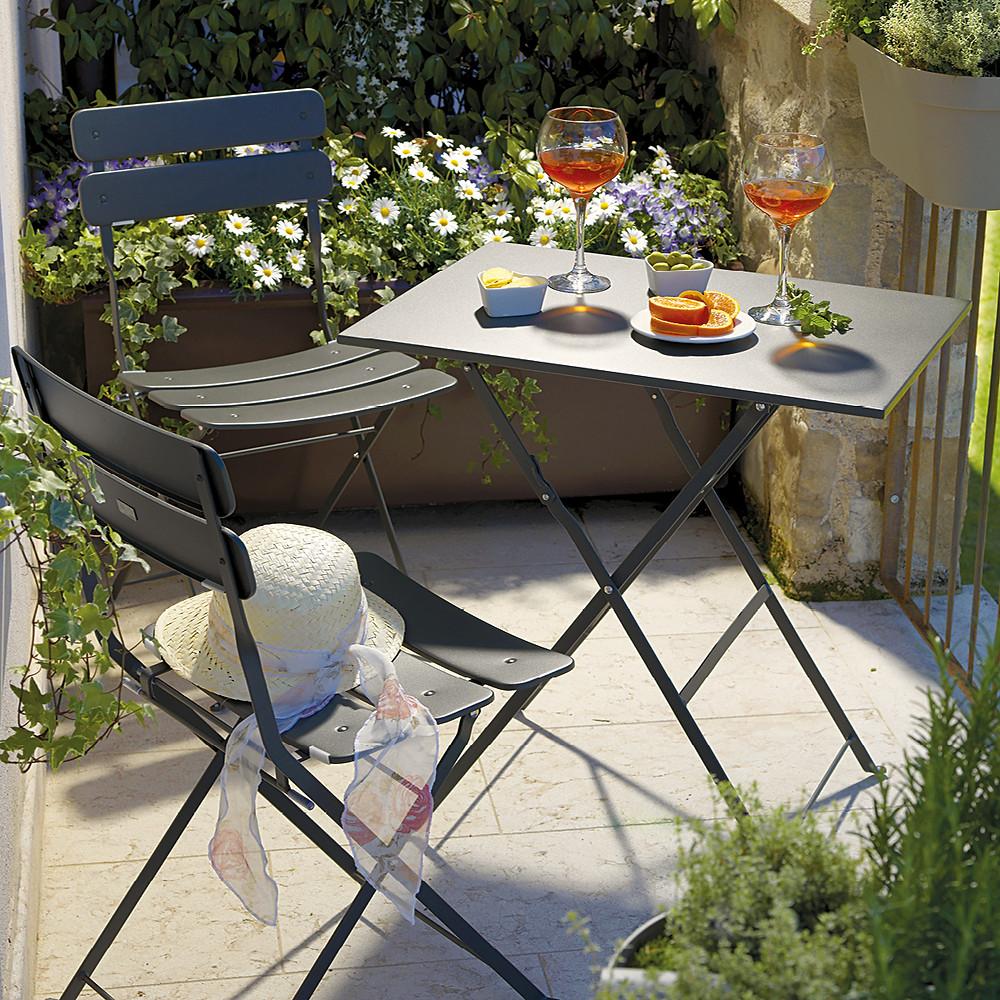 Manutenzione mobili da giardino in metallo
