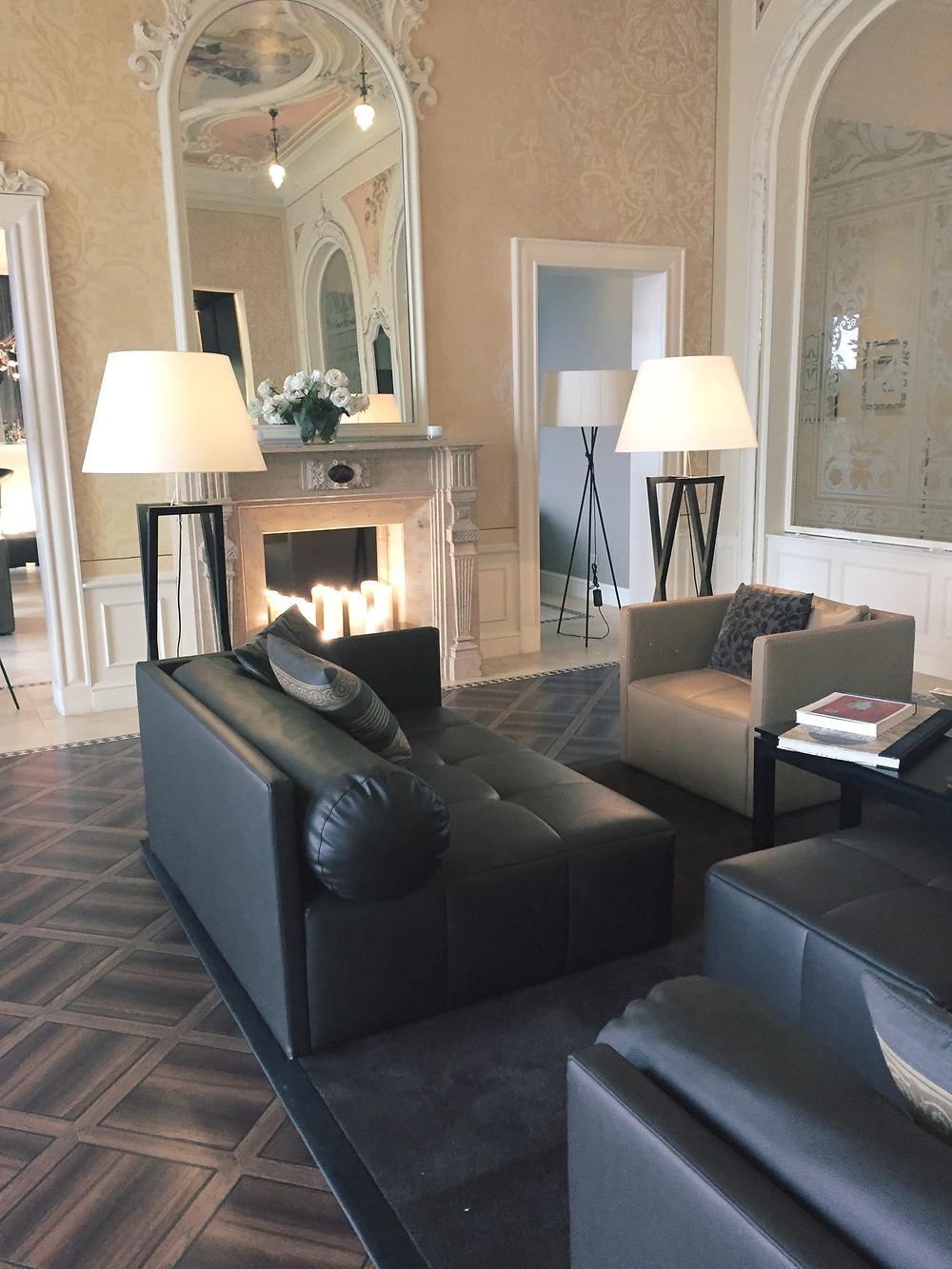 Eliane Porchet: Lobby Hotel Vitznauerhof Vitznau Switzerland