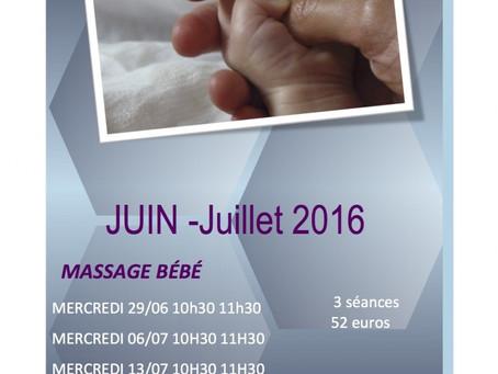 Massage bébé en juillet