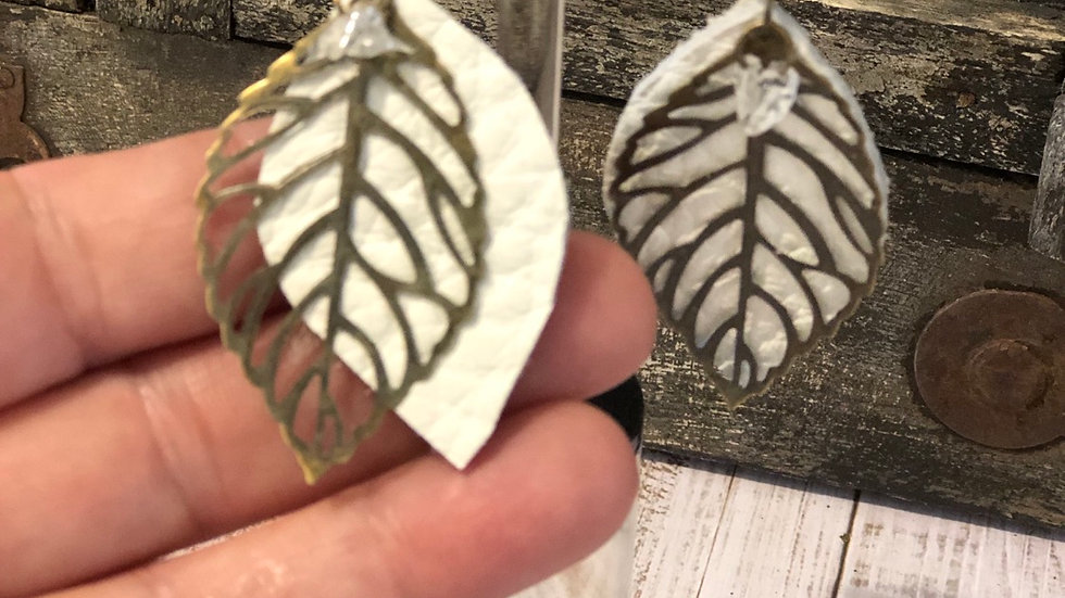 Leaf earrings with white leather