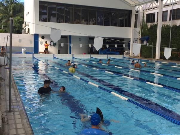 aula natação.jpg