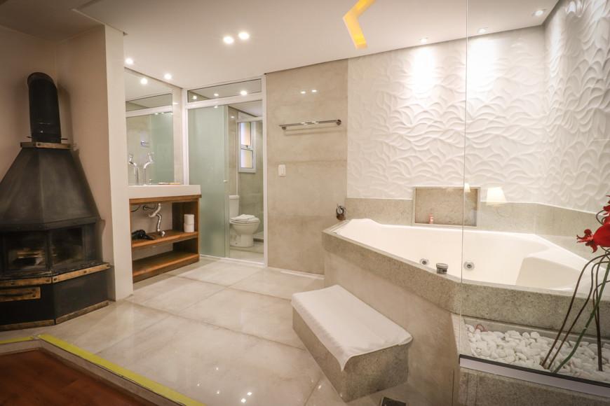 suite-luxo-com-banheira-2020-pousada-bor