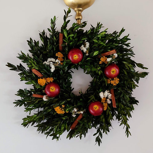 "10"" Boxwood Wreath, Decorated"